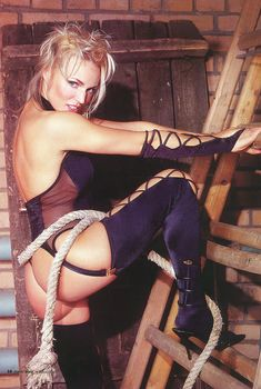 Алла Довлатова в эротическом белье для журнала «Пингвин», Май 2003