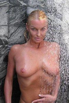 Анастасия Волочкова показала голую грудь на Мальдивских островах, Январь 2011