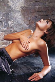 Анастасия Трегубова топлесс в эротической фотосессии
