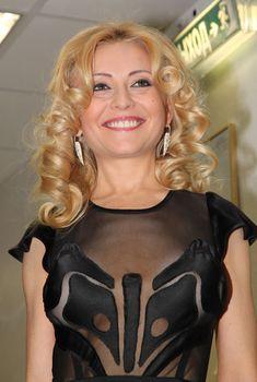 Анжелика Варум в возбуждающем наряде на «Творческом вечере Игоря Николаева», 2011