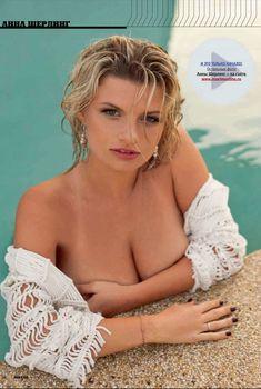 Анна Шерлинг засветила грудь в журнале MAXIM, Март 2012