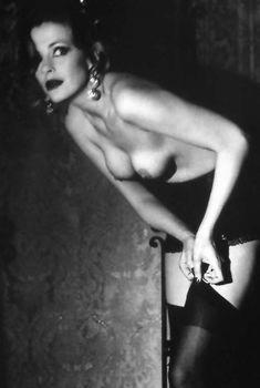 Евгения Крюкова оголила грудь в Playboy, Сентябрь 2001