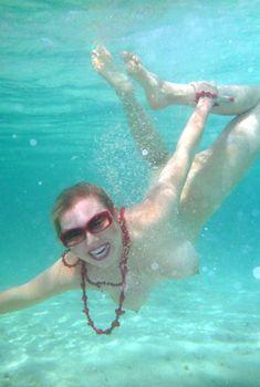 Елена Ленина показала голую грудь под водой на отдыхе на Мальдивских островах, Декабрь 2011