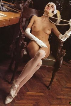 Инга Ильм оголила грудь для журнала Playboy, Май 1996