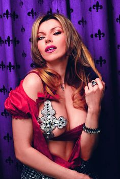 Лада Дэнс в эротическом наряде для журнала SIM, 2008