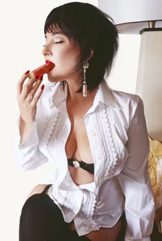 Лолита Милявская в возбуждающем наряде для фотосета