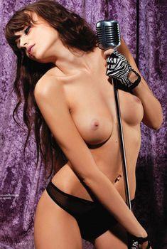 Олеся Липчанская показала голую грудь в журнале «Playboy», Март 2011