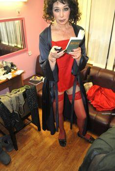 Татьяна Васильева в эротическом наряде в гримерке, Февраль 2011