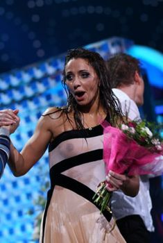 Татьяна Навка засветила грудь на съёмках «Лёд и Пламя», 2010