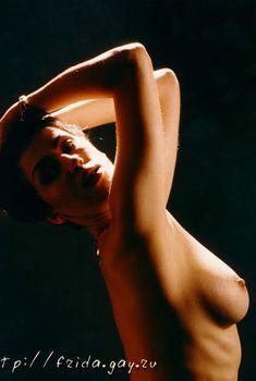 Фрида оголила грудь для журнала «Дайк», 2000