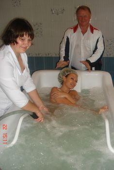 Раздетая Эвелина Бледанс в СПА-салоне, 2009