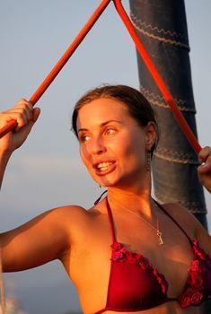 Юлия Михалкова-Матюхина в сексуальном бикини на яхте