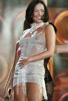 Жанна Фриске без лифчика в прозрачном платье на концерте, 2005