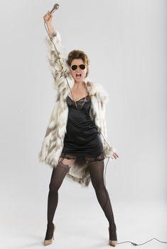 Шикарная Люси Лоулесс в сексуальном наряде для промо-компании спектакля «The Pleasuredome», 2017