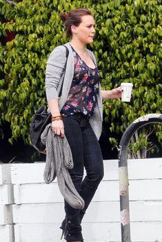 Хилари Дафф в прозрачной блузке в Голливуде, 17.03.2011