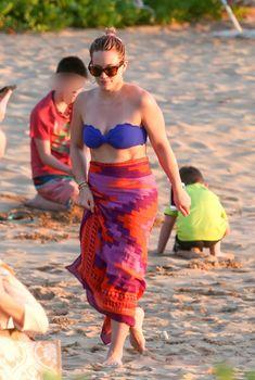 Фигуристая Хилари Дафф в ярком купальнике в Мауи, 07.02.2016