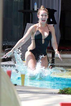 Хилари Дафф в сексуальном купальнике в Мексике, 2011