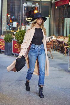Эльза Хоск без лифчика на улицах Нью-Йорка
