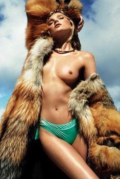 Горячая фотосессия Эльзы Хоск для Vogue Spain, Июль 2016