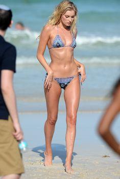 Соблазнительная Эльза Хоск в купальнике от Victoria's Secret в Майами, 2016