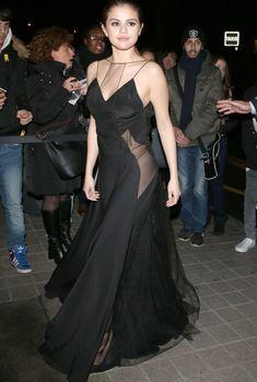 Селена Гомес в эротическом платье в Париже, 09.03.2016