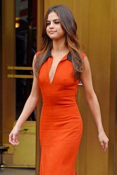 Селена Гомес засветила сосочки в Нью-Йорке, 04.06.2017