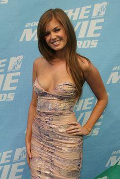 Открытое декольте Айлы Фишер на MTV Movie Awards, 2006
