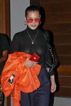 Белла Хадид сексуально засветила соски в Нью-Йорке, 29.07.2017