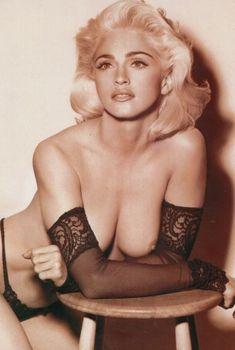 Мадонна с голой грудью для журнала LUI, 1991