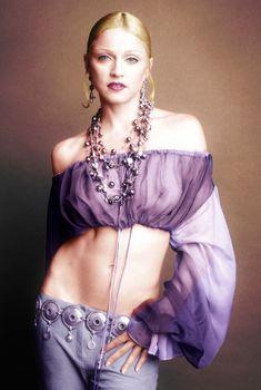 Голая грудь Мадонны в прозрачной блузке для итальянского выпуска журнала Vogue, 1992