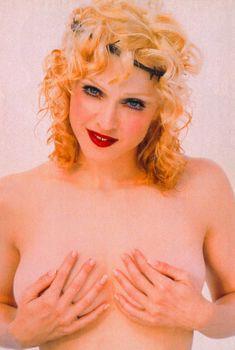 Мадонна позирует топлесс для Empire Magazine, 1992