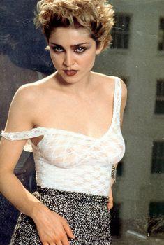 Голые соски Мадонны в прозрачном наряде для фотосессии, 1982