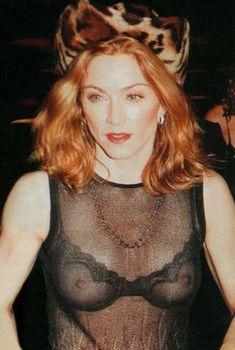 Мадонна засветила сиськи на Versace versus show, 1999