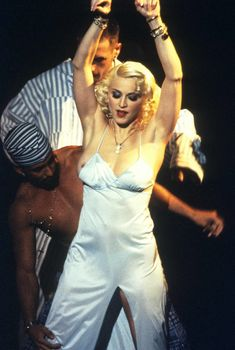 Мадонна случайно засветила сосок на Pajama Party, 18.03.1995