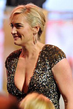 Кэйт Уинслет в платье с глубоким декольте на Cesar Awards, 2012