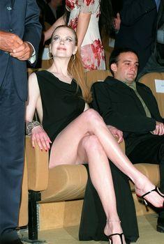 Николь Кидман обнажила ножки на публичном мероприятии