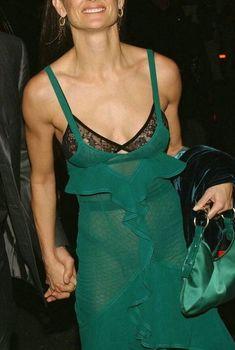 Голая грудь Деми Мур в прозрачном платье Tom Ford