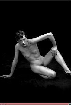 Милла Йовович разделась для  Peter Lindbergh: Stories, 2002