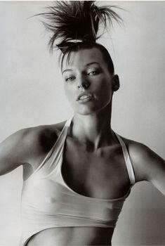 Торчащие соски Миллы Йовович в журнале Vogue, Июнь 2003