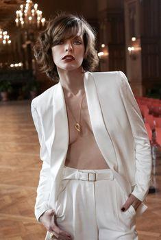 Милла Йовович с открытым декольте для журнала S Moda, Октябрь 2011