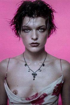 Милла Йовович оголила грудь для Анны Молинари, 1996