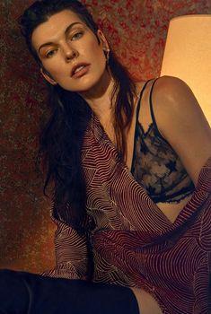Милла Йовович красиво засветила сосок в украинском Vogue, Октябрь 2016