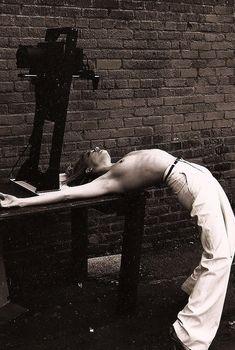 Голая грудь Эмбер Хёрд на соблазнительном фото