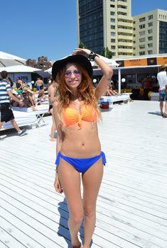 Надя Дорофеева в бикини отдыхает на море