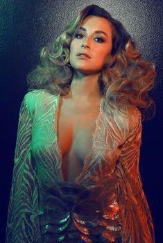 Эротическая фотосессия Алексы Веги в журнале Bello, Март 2014