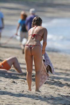 Сексуальная Алекса Вега в ярком бикини на Гавайях, 21.04.2013
