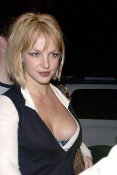 Грудастая Бритни Спирс продемонстрировала своё шикарное декольте