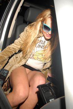 Ненасытная Бритни Спирс гуляет без трусиков