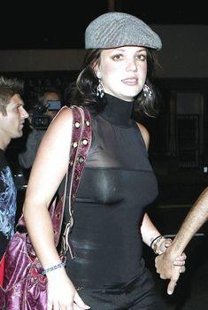 Юная Бритни Спирс засветила сиськи в эротическом наряде, 2007