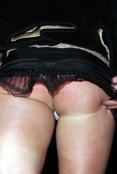 Шаловливая Бритни Спирс засветила попку в эротической юбочке